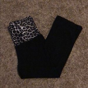 Express XS Capri yoga pants